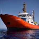 Nave Acquarius, ferma in attesa di intervento della Marina Militare