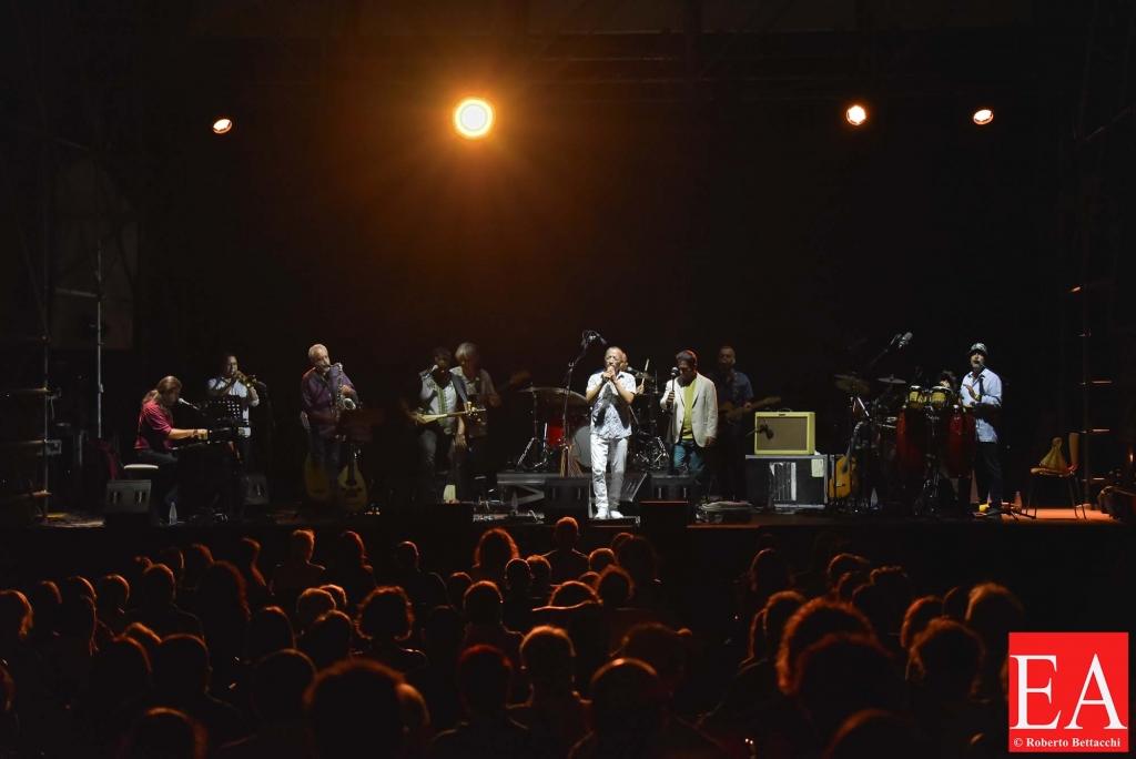 """Orchestra di Piazza Vittorio – """"Dancefloor"""""""