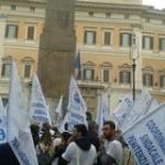 Lavoratori militari e civili della ex Ente Croce Rossa in piazza a Montecitorio