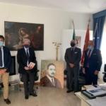 Paolo Battaglia la Terra Borgese firma la critica di un'opera donata agli italoamericani